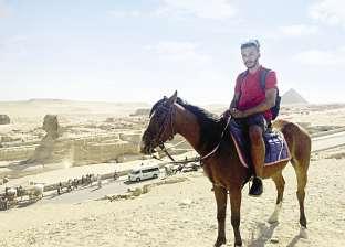 """سائح يلف """"أم الدنيا"""" بمساعدة ضابط: مصر بلد الطيبين"""