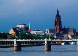تحت عجلات قطار.. تفاصيل انتحار وزير ألماني قلقا على بلاده من كورونا