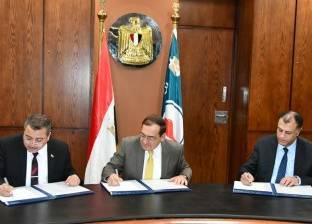 الملا يوقع اتفاقتين جديدتين للبحث عن البترول والغاز الطبيعي