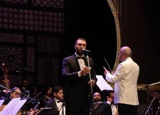 فرقة الإسكندرية تنشد أغاني بليغ حمدي وفايزة أحمد على مسرح سيد درويش