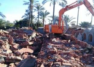 بالصور  إزالة مقابر مخالفة بنيت دون ترخيص في كفر البطيخ
