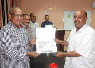 بالصور | رئيس شركة مياه سوهاج يكرم العمال والفنيين المتميزين