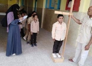 """""""القصير قدام والطويل ورا"""".. حل مدير مدرسة لأزمة """"عاوز ابني يقعد قدام"""""""
