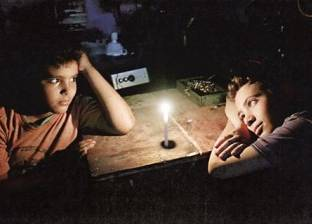 """أهالي رفح والشيخ زويد يعانون من انقطاع الكهرباء: """"نعيش حالة تقشف"""""""