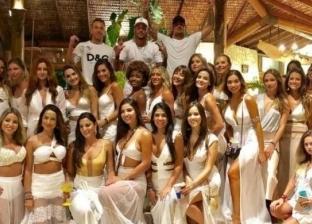 في رأس السنة.. نيمار يتوسط 26 حسناء برازيلية