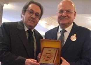 بالصور  جامعة الزقازيق تكرم عادل عوض وعددا من نجوم الفن والإعلام