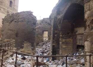 بالصور| آثار شارع الأشراف غارقة في المياه الجوفية وأكوام القمامة
