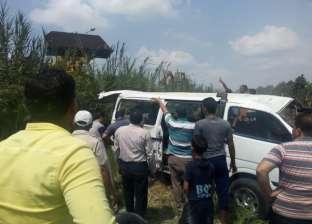 مصرع طالب وإصابة 4 إثر تصادم سيارتين بموكب زفاف عروسين في المنيا