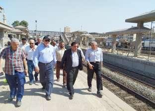 بالصور| رئيس السكة الحديد في جولة تفقدية بمنطقتي وسط وغرب الدلتا