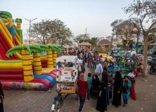كورنيش النيل.. نزهة الغلابة و«لقمة عيش» البائعين