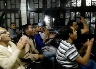فرحة الجماهير المصرية على المقاهي بعد فوز منتخب مصر على تونس