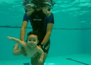 السباحة للرضع