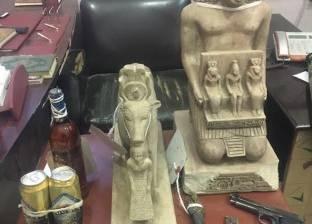ضبط عاطلين بحيازتهما 4 تماثيل أثرية في البحيرة