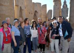 وزيرة السياحة تزور معبد الأقصر وتلتقط صورا مع السائحين