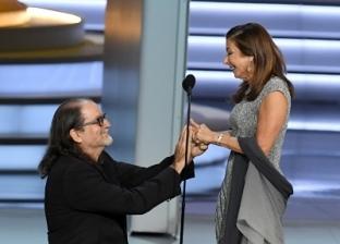 أبرز لقطات «إيمى»: مخرج يعرض الزواج على صديقته.. وممثل يفوز بعد ترشيحه منذ 42 عاماً