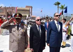 فودة يضع أكليل الزهور على النصب التذكاري احتفالا بذكرى تحرير سيناء