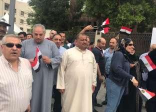 بالصور| في الأردن.. مصريون يصطحبون أطفالهم للمشاركة في الانتخابات