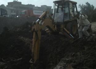 الوحدة المحلية بدقهلة تشرف على إصلاح خط المياه الرئيسي