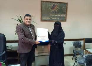 """""""طب بنها"""" تكرم الفائزة بالمركز الأول في حفظ القرآن على مستوى الجمهورية"""