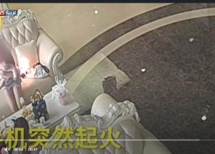 بالفيديو| لحظة انفجار هاتف بجانب أم ورضيعها