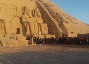 """محافظ أسوان: 3 آلاف زائر مصري وأجنبي حضروا """"تعامد الشمس"""" في أبو سمبل"""