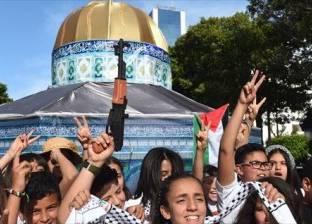 آلاف الفلسطينيين يشيعون مسعفة قتلت برصاص الجيش الإسرائيلي في غزة