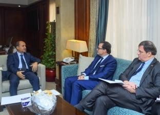 وزير التجارة والصناعة يبحث مع سفير فرنسا بالقاهرة تعزيز علاقات الشراكة
