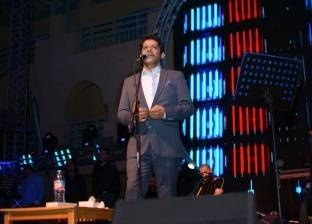 بالصور| معين شريف يشعل أجواء مدينة طابا ويتألق بأغنيات مصر الوطنية