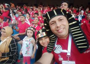 بالفيديو| الجماهير تنظف استاد القاهرة وكاف: رسالة رائعة من المصريين