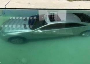 """عارضة أزياء تغرق سيارة صديقها في """"مسبح"""" لرفضه منحها 50 ألف دولار"""
