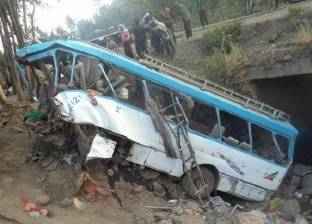 بالأسماء.. وفاة شخص وإصابة 9 آخرين في حادث سير شرق القنطرة