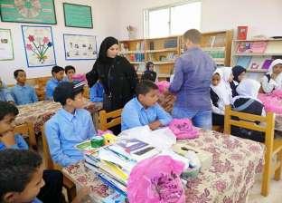توزيع أدوات مدرسية على المناطق الأكثر احتياجا بطور سيناء