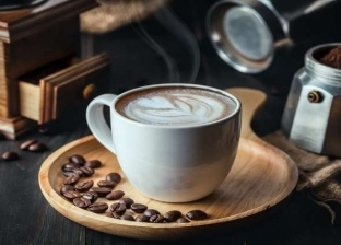دراسة تحذر من تناول الحلوى مع القهوة: زيادة الرغبة في تناول السكر