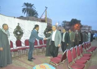 محافظ المنيا يعزي أسرة شهيد سيناء المجند محمود أحمد