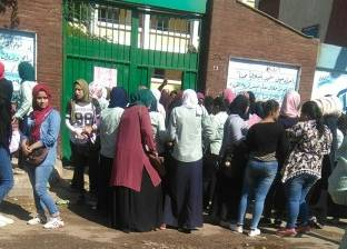 مدرسة أحمد زويل بإمبابة ترفض دخول الطالبات بالحقائب في امتحان الفرنسية