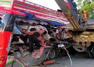 إصابة 15 عاملا إثر انقلاب سيارة نصف نقل بطريق السخنة