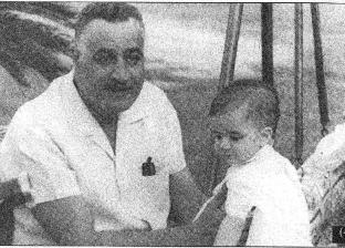 في الذكرى الـ48 على وفاته.. صور نادرة للزعيم جمال عبد الناصر مع أسرته