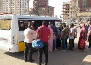 لمواجهة الزحام.. الدفع بـ20 سيارة لنقل الطلاب والموظفين من دسوق لكفرالشيخ