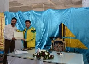 رئيس جامعة دمياط يكرم إداريين حصلوا على شهادة الماجستير