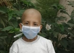 حملة تبرعات لعلاج «كريم».. ووالدته: الدكاترة قالولي فاضله 5 أشهر بس