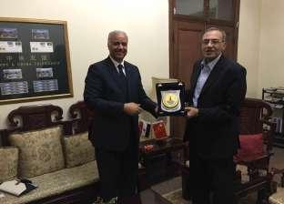 نائب رئيس جامعة الإسكندرية يزور السفارة المصرية في بكين