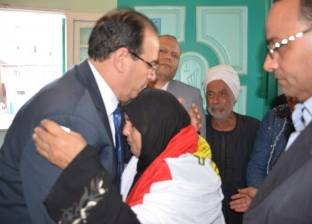 محافظ الدقهلية يقدم واجب العزاء لأسرة شهيد قرية النزل في منية النصر