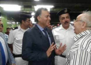 بالصور| وزير النقل في جولة تفقدية مفاجئة بمترو الأنفاق