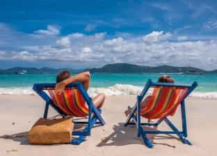 لأصحاب البشرة الحساسة.. نصائح للوقاية من أشعة الشمس على الشواطئ