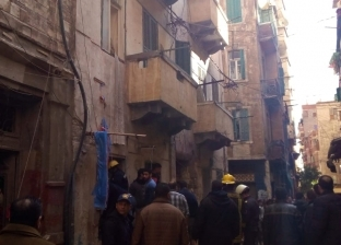 مصرع مسنة وإصابة اثنين في حادث انهيار عقار بالإسكندرية.. واحتجاز فتاة