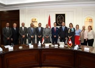 وزير الإسكان وسفير سويسرا يوقعان اتفاقية لتوفير مياه الشرب بالصعيد