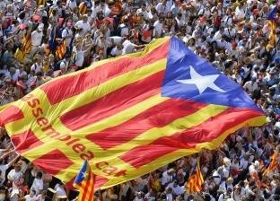 مواجهات بين الشرطة الإسبانية ومحتجين على اجتماع للحكومة بكتالونيا