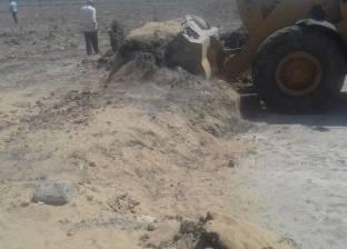 بالصور| إزالة 7 حالات تعد بالبناء على أراض زراعية في الفيوم