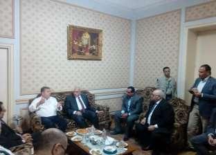 وزير قطاع الأعمال يصل شركة غزل المحلة لعقد اجتماع مع رؤساء القطاعات