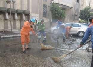 إزالة تراكمات المياه أمام سنترال مصر الجديدة.. وغلق محل أطعمة بالمعادي